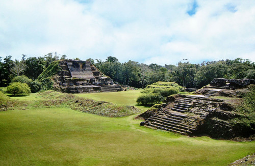Structures B4 and A3 at Altun Ha