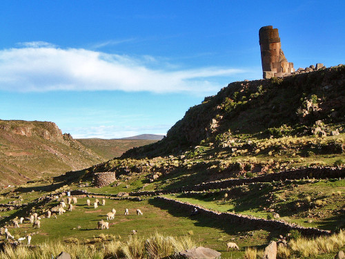 picturesque tombs of Sillustani