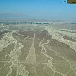 Geometric Paths at the Nasca Lines