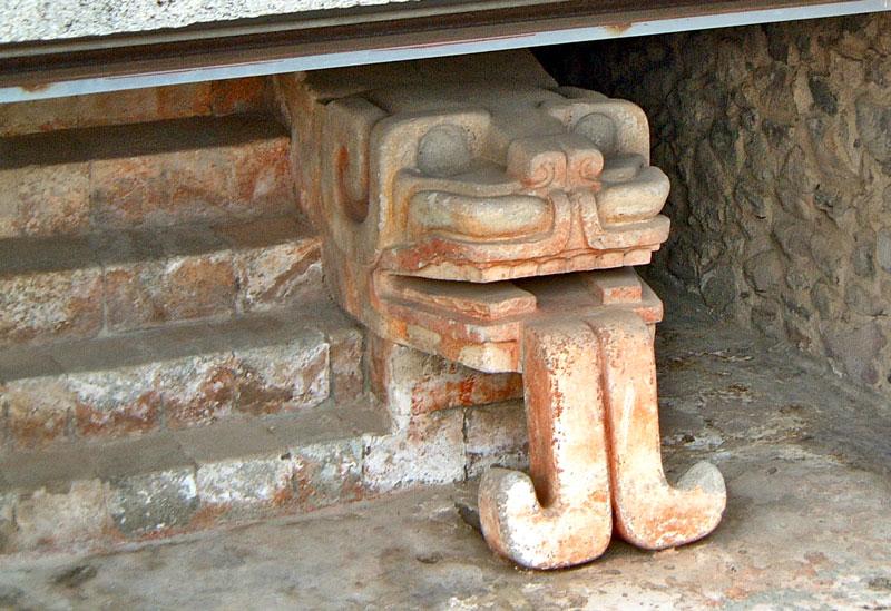 Edificios Superpuestos Serpent at Teotihuacan